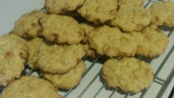 Butterscotch chip cookies with crispy rice cereal! 5star