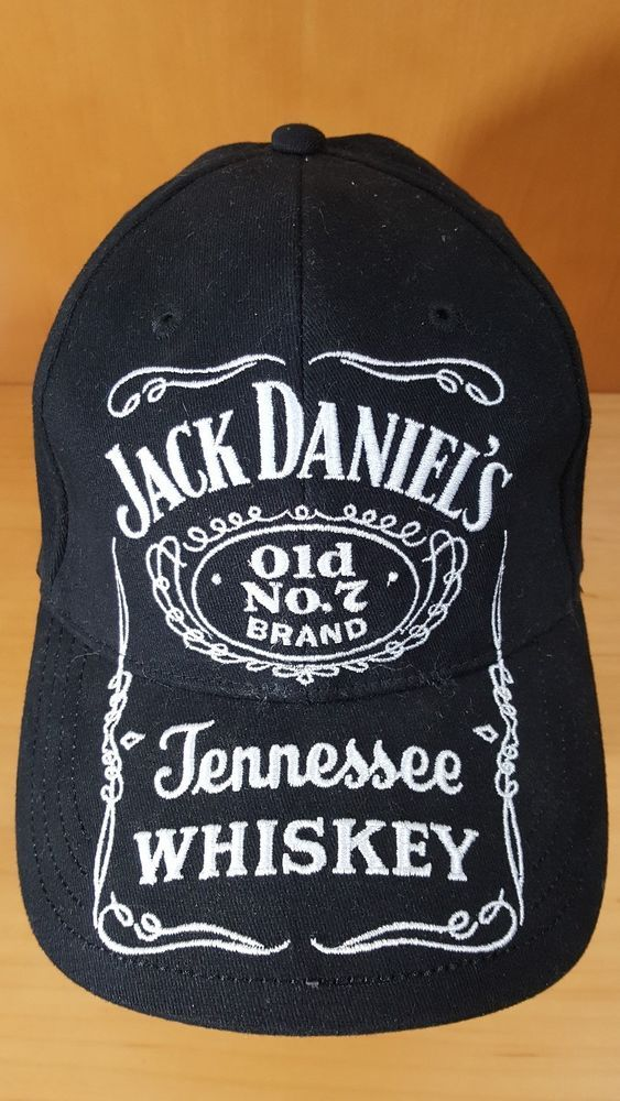 306c885aaa1 Jack Daniels Whiskey Classic Old No.7 Fitted Black   White Hat Cap Sz M