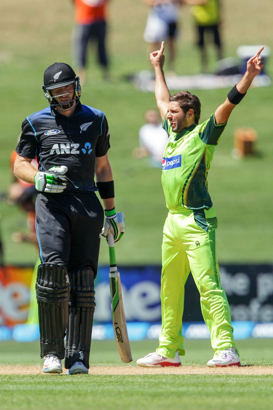 Shahid Afridi brings out his signature celebration after getting Brendon McCullum, New Zealand v Pakistan, 2nd ODI, Napier, February 3, 2015