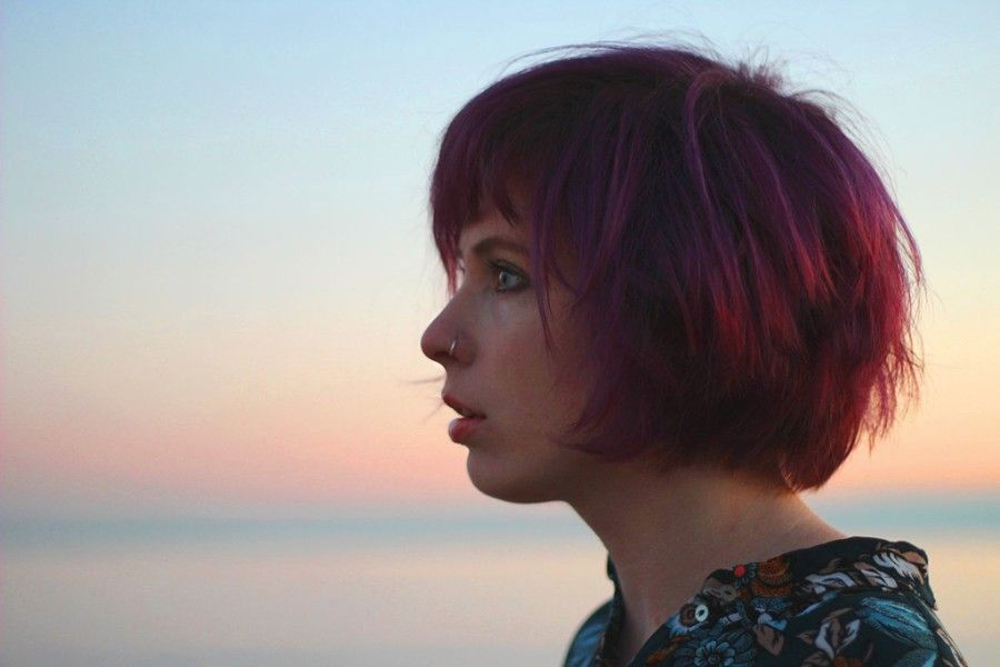 """England Bournemouth based singer-songwriter Jazz Morley has premiered a new song """"Take Me Down"""" as exclusive premiere on ELLE."""