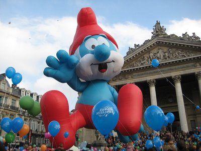 Balloon's Day Parade le 28 février 2009 à Bruxelles.  Le grand schtroumph, personnage de la BD Belge  créée par Peyo