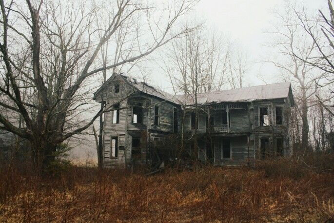Abandoned Home Near Carter Caves In Kentucky Abandoned Farm Houses Creepy Houses Abandoned Places