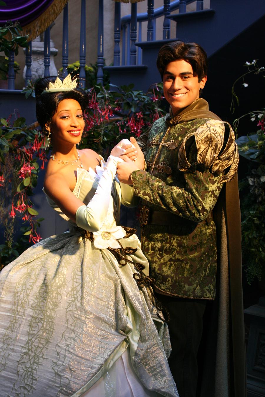 Tiana and Naveen 10   Tiana and naveen, Disneyland ...