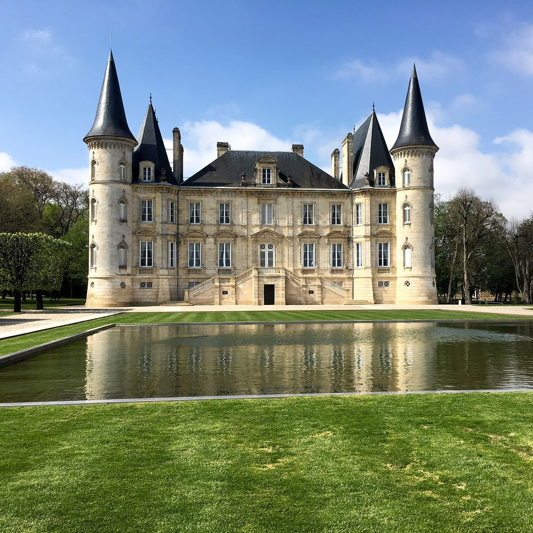 Chateau Longueville Au Baron De Pichon Longueville Commonly Known As Pichon Baron In 1987 It Was Acquired By Axa French In Bordeaux Wine French Wine Wine Tour