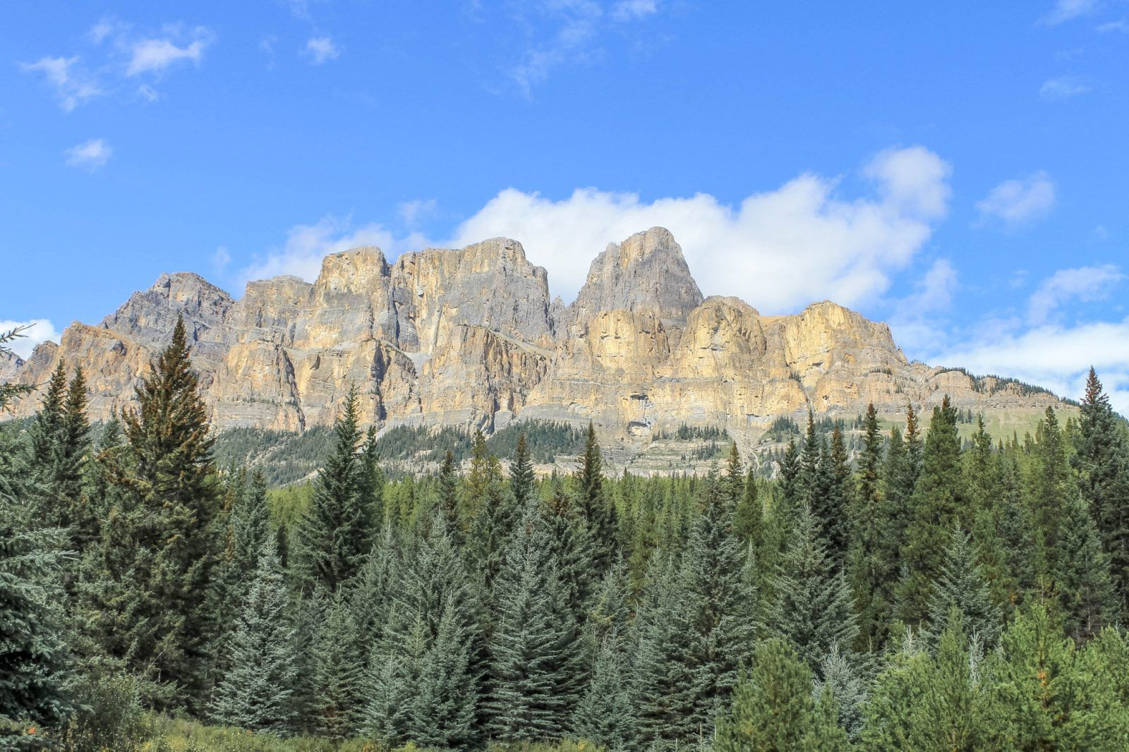 Banff's Best Easy Hike: Johnston Canyon #travelbugs
