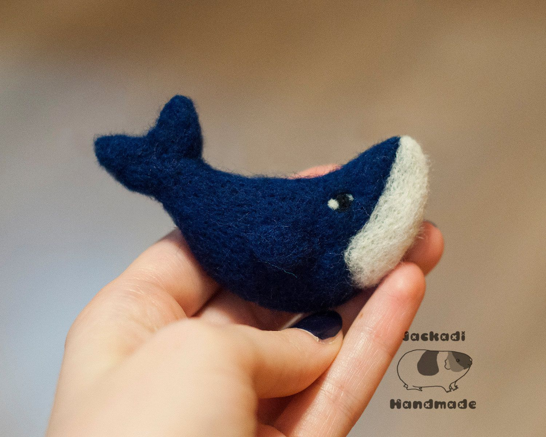 Whale - needle felted brooch, felt whale, felt animals, needle felt pin, whale…