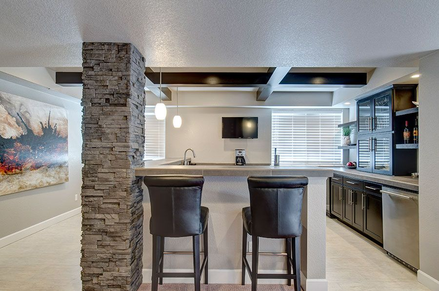 Basement Wet Bar And Seating