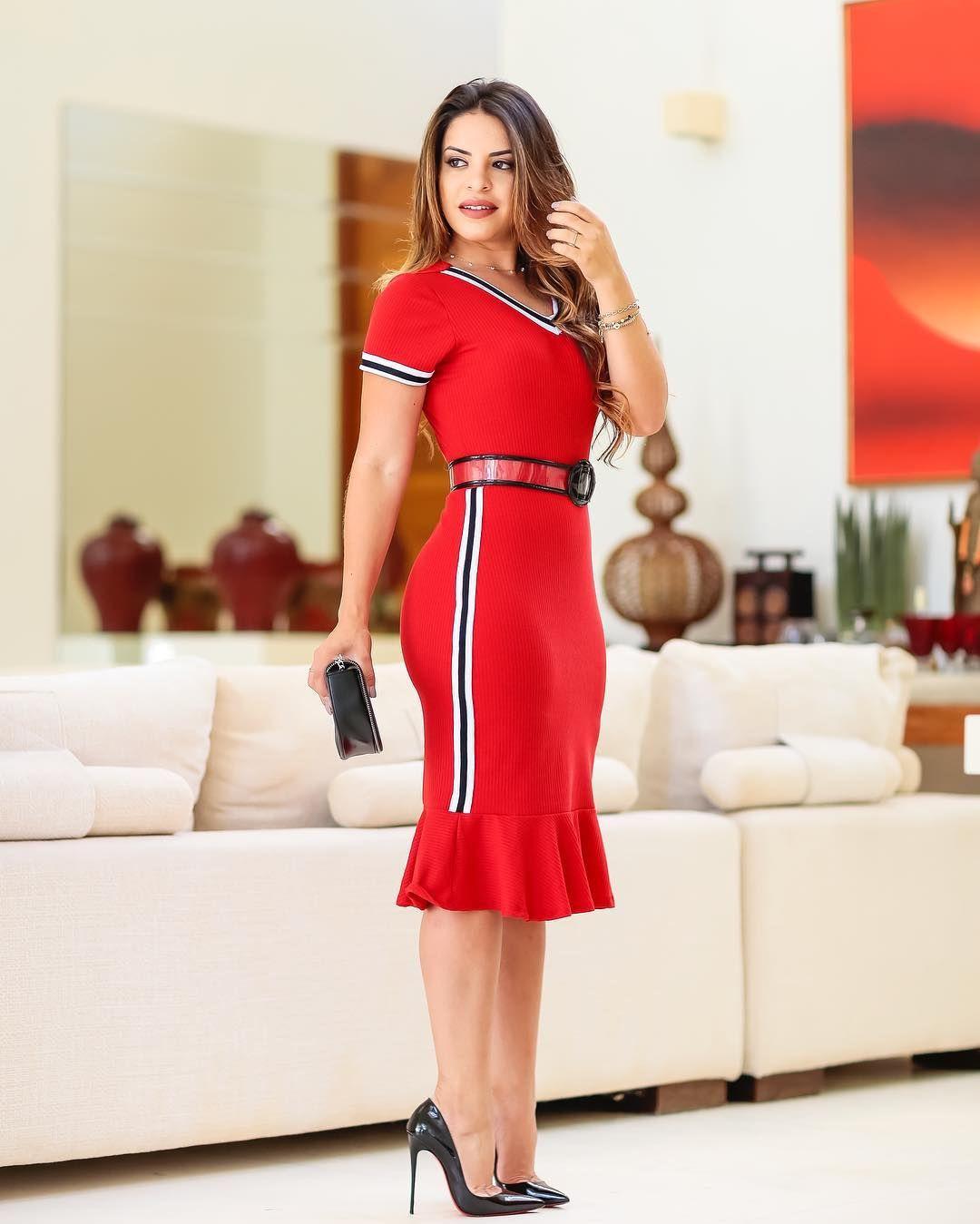 62e629a7e { A @modaflores_modaflores arrasa muito, vestido canelado vermelho com  detalhes p&b, lindo não é ?! Cinto de vinil (vendido separado,…