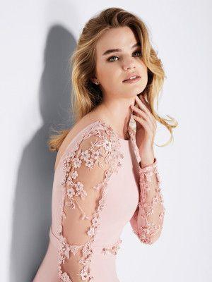 88d8cbaa3 Vestido de fiesta rosa de manga larga - Colección fiesta 2018 Pronovias