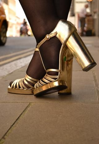 656c38ed7b57e WOW !! VINTAGE BLOCK HIGH HEEL 70S GOLD DISCO SHOES on ASOS - size 5 ...