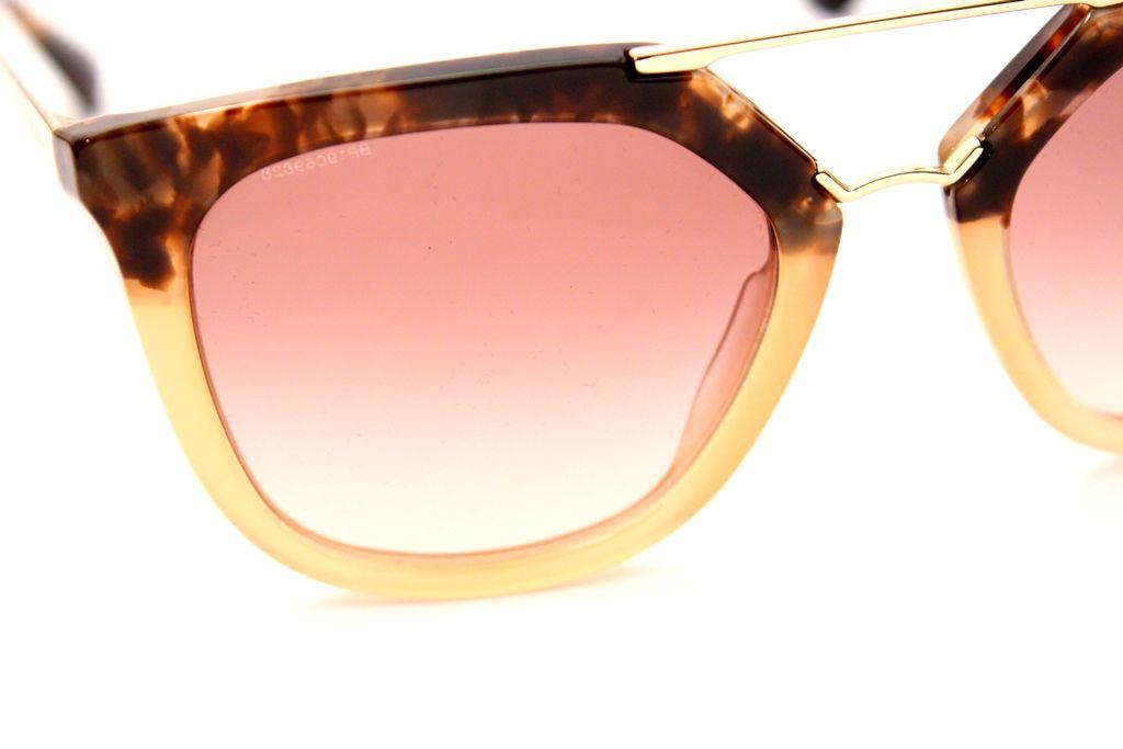 b853bc96caa69 Compre seus óculos da grife Prada com o melhor preço e entrega grátis para  todo Brasil. E ainda ganhe em sua compra. Venha comprar nas Óticas Wanny,  ...
