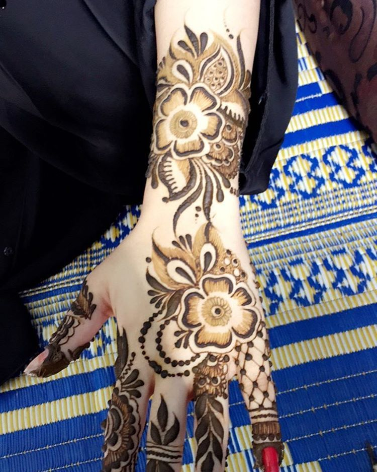272 Likes 2 Comments موقعي مسقط العامرات خلف الجمله Ebtihal9775 On Instagram نقش عرايس Mehndi Designs Henna Hand Tattoo Mehandi Designs