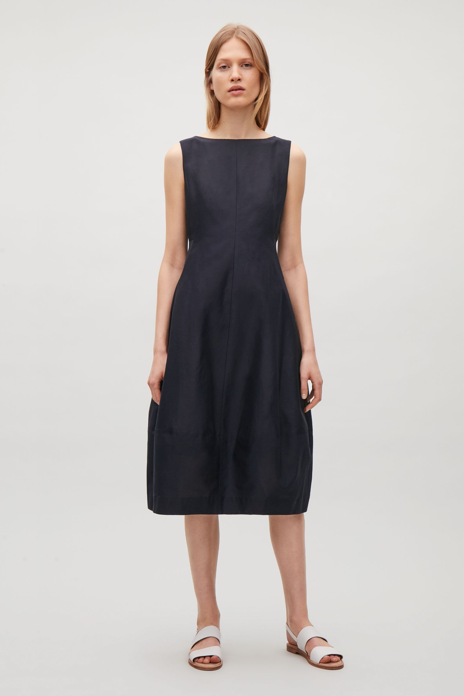 eb957929ec4b Sleeveless dress with cocoon skirt - Dark Navy - Dresses - COS CZ in ...
