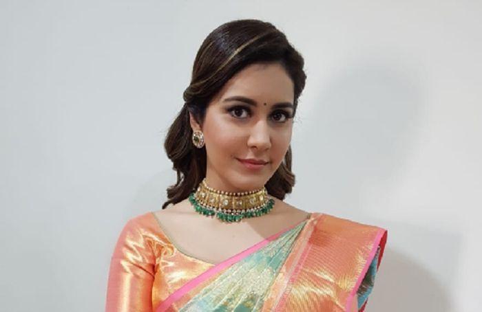 Actress Raashi Khanna Latest Stills – 2018