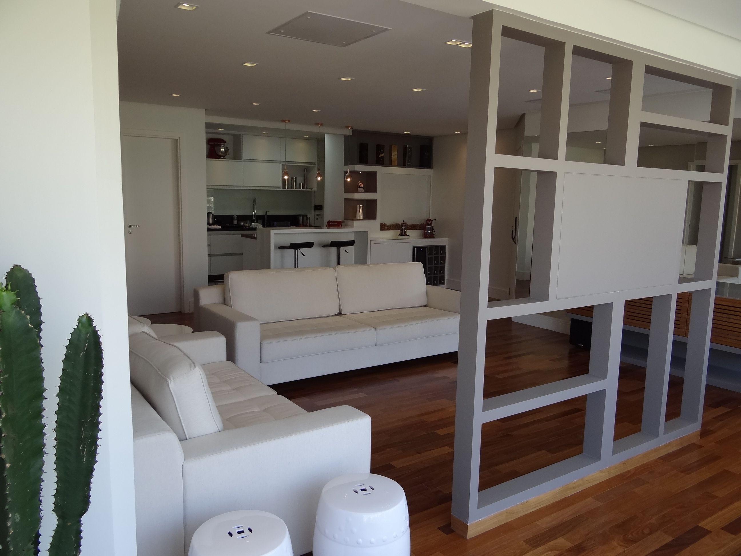 Divis Ria Vazada Com Tv Entre A Sala E A Varanda Caju Design De  ~ Divisoria Para Cozinha E Sala