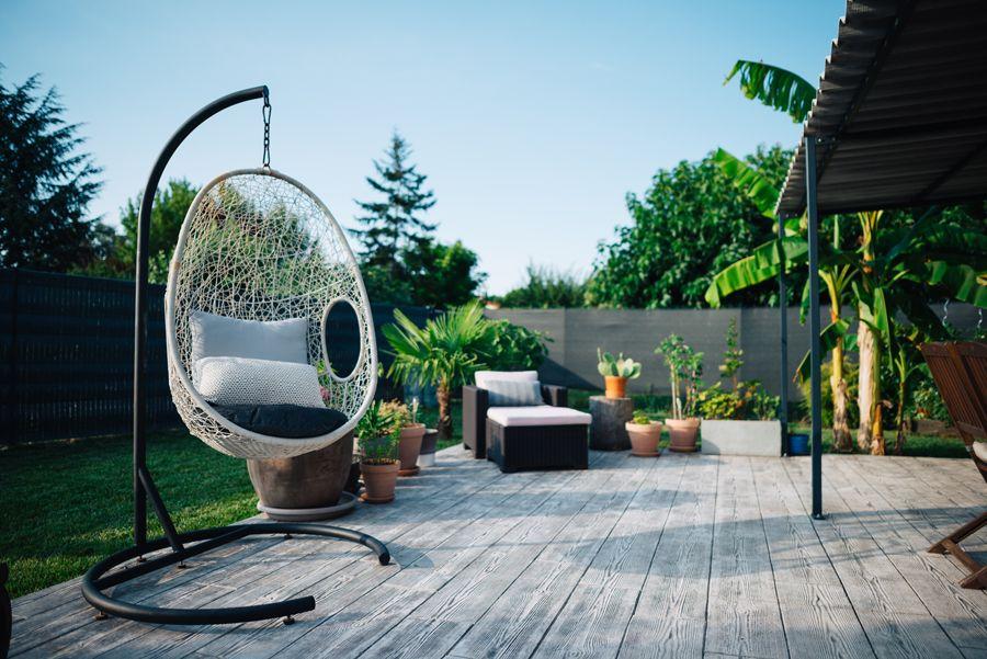 Terrasse Beton Imprime Bois Exotique Jardin Fauteuil Suspendu