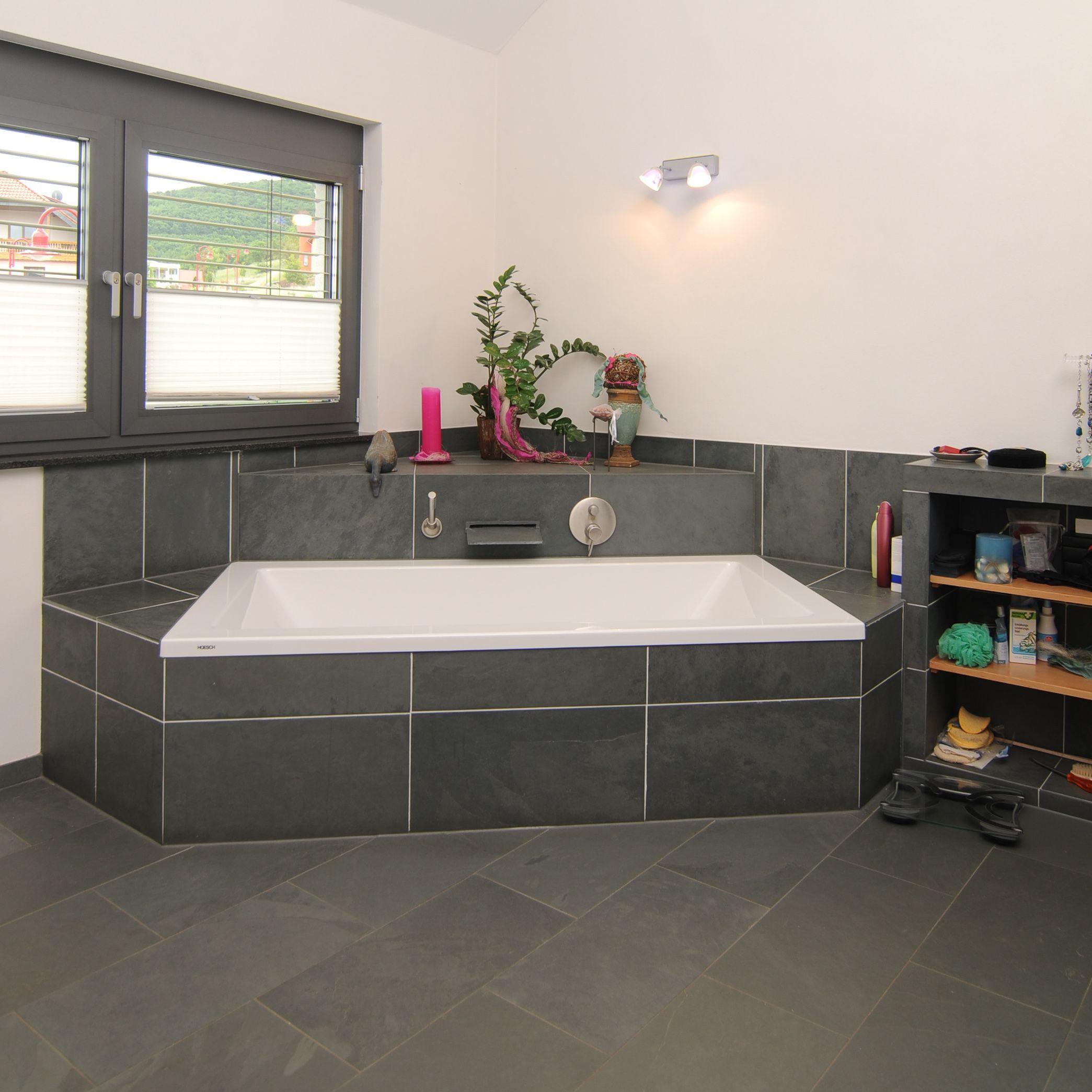 Relativ Planung Badezimmer im Neubau Eckbadewanne gefliest mit Dachschräge  EU52