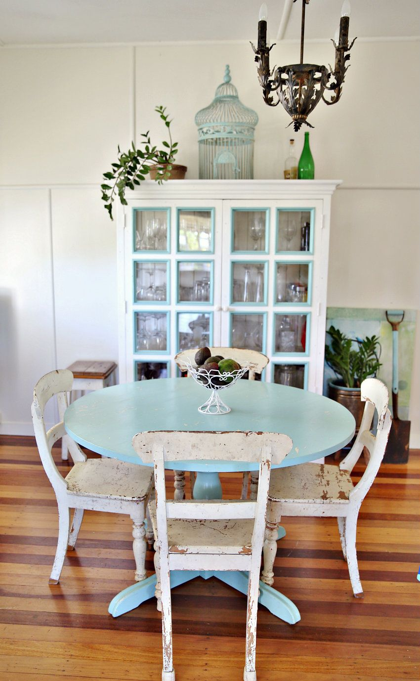 Painted round dining table  beach cottage does country living farmhouse style  Farmhouse table