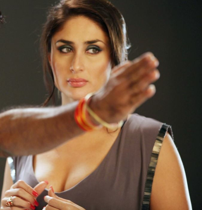 Stunning cleavage show with sexy lips - Kareena Kapoor -