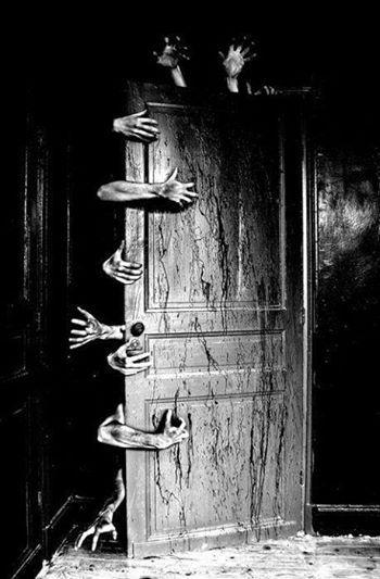 Creepy hand behind the door & Creepy hand behind the door | Yurei | Pinterest | Creepy hand and Creepy