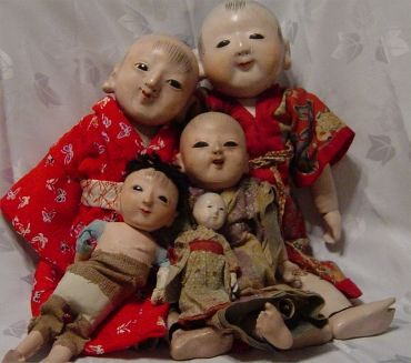 Ichimatsu dolls.