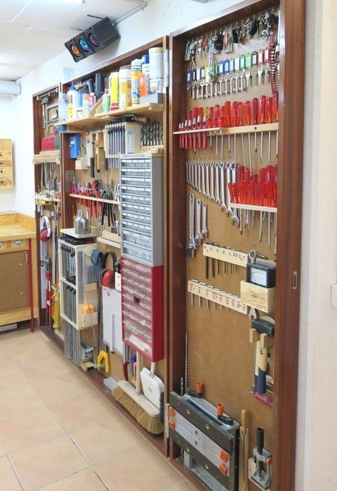 20 Bright Garage Storage Solutions For Your Home Garage Homedesign Homedesignideas Garage Organization Tips Garage Storage Organization Garage Organization