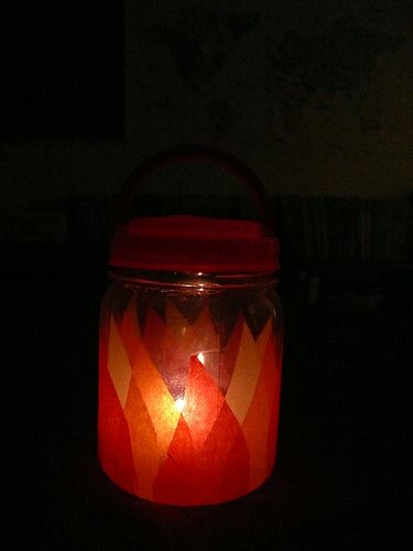 Make A Lantern For Young Children With Plastic Jar And LED Candle Tissue Paper