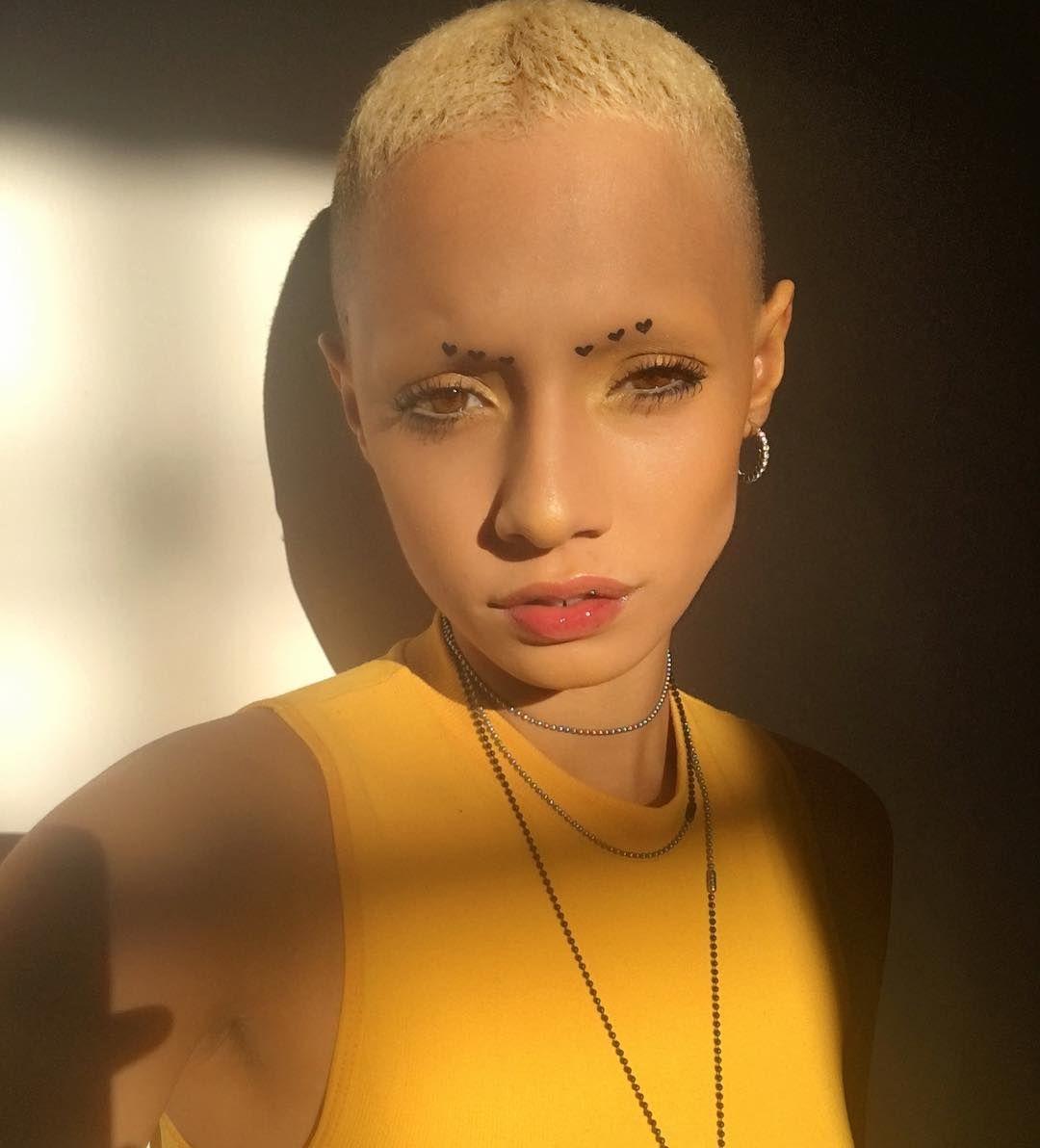 Лысая девушка онлайн, конча на парня порно видео