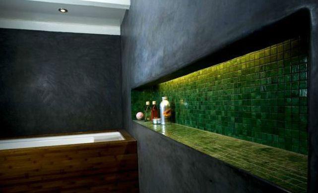 Prix du tadelakt et méthode de pose | Cob House | Salle de bain ...