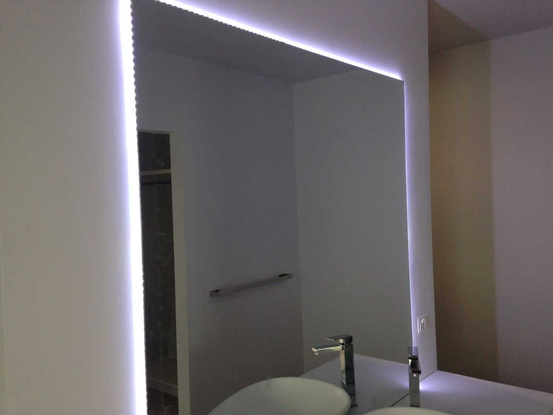 led strip light around mirror small spaces lights around mirror. Black Bedroom Furniture Sets. Home Design Ideas
