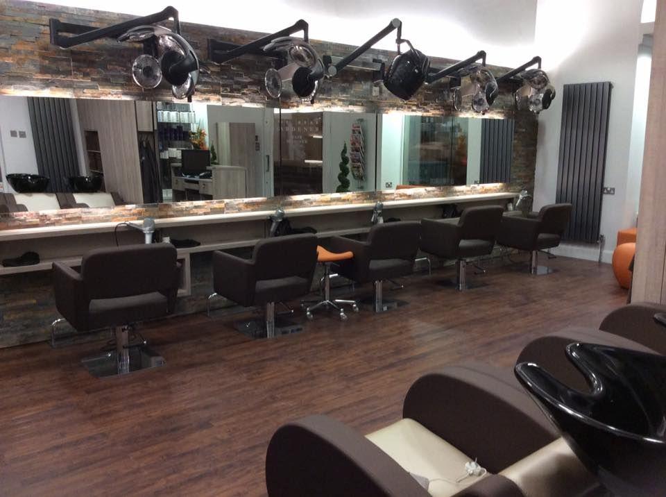 Salón equipado con nuestro mobiliario de la mano de CDC Salon Design ...
