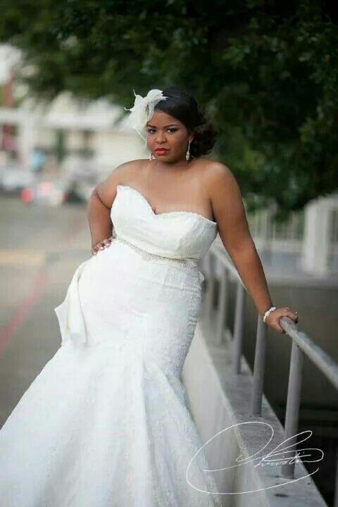 Curvy bride big beautiful woman plus size wedding gown for Big girl wedding dresses