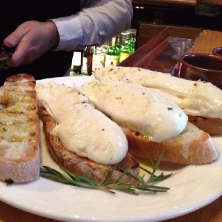 The made-to-order fresh mozzarella at Tra Vigne in St. Helena is wonderful!