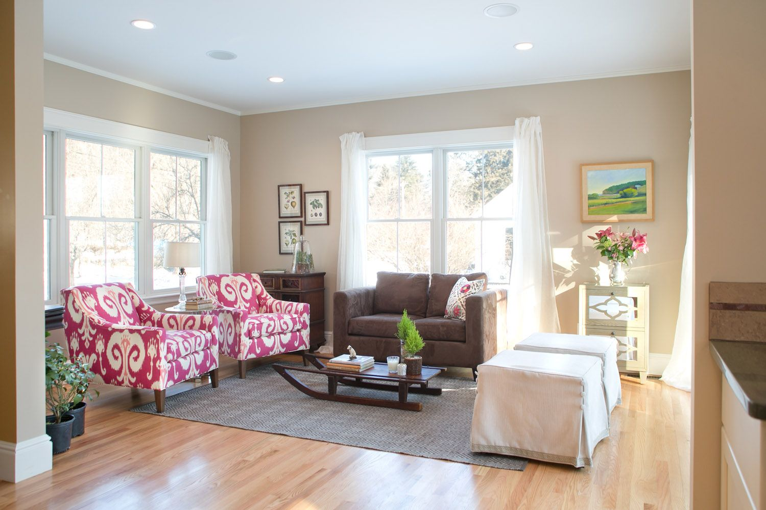 Brown Paint Living Room Walls Wall Decors For One Of Best Colors To With Soft Pastel White Ceiling And Light Hardwood Flooring Chocolate Fabric Couch