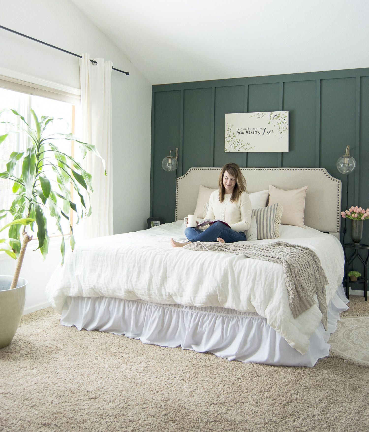 Do you love a combination of modern, cottage, and farmhouse design styles? Learn the key elements that make a simple modern farmhouse bedroom today! #fromhousetohaven #modernfarmhousebedroom #modernfarmhouse #bedroomdecor #bedrooms