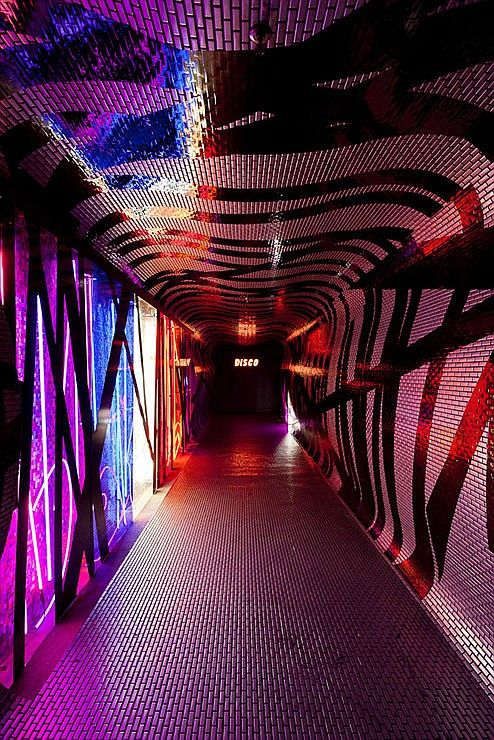 Design after dark six global nightclubs nightclubs and for Hotel club decor