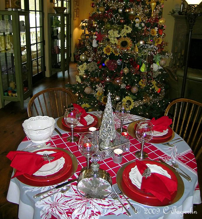 Tablescapes+with+fiestaware | The Little Round Table: Queen Anne Poinsettia  Tablescape