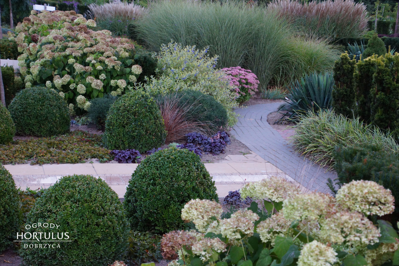 Inspiracja Do Ogrodu Pomysl Na Ogrod Rabata Bylinowa Ogrod Nowoczesny Sztuka Ogrodowa Plants Sidewalk