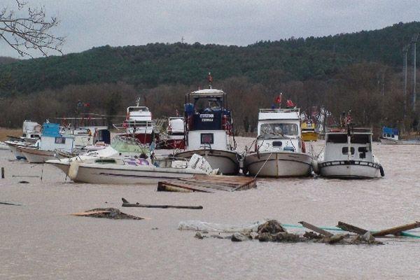Beykoz'da dere taştı: 3 tekne battı