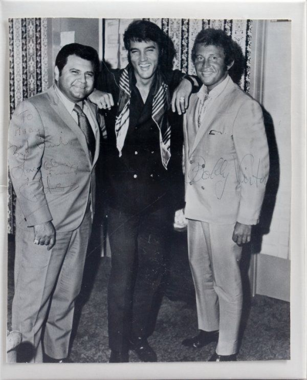 Is Glen Campbell Still Alive: Elvis With (l) Promoter Pete Bennett And Singer Bobby