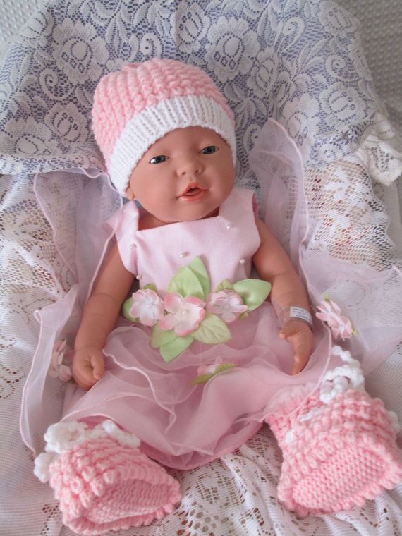 Set Baby girl hat and booties gift set knit baby by Ritaknitsall