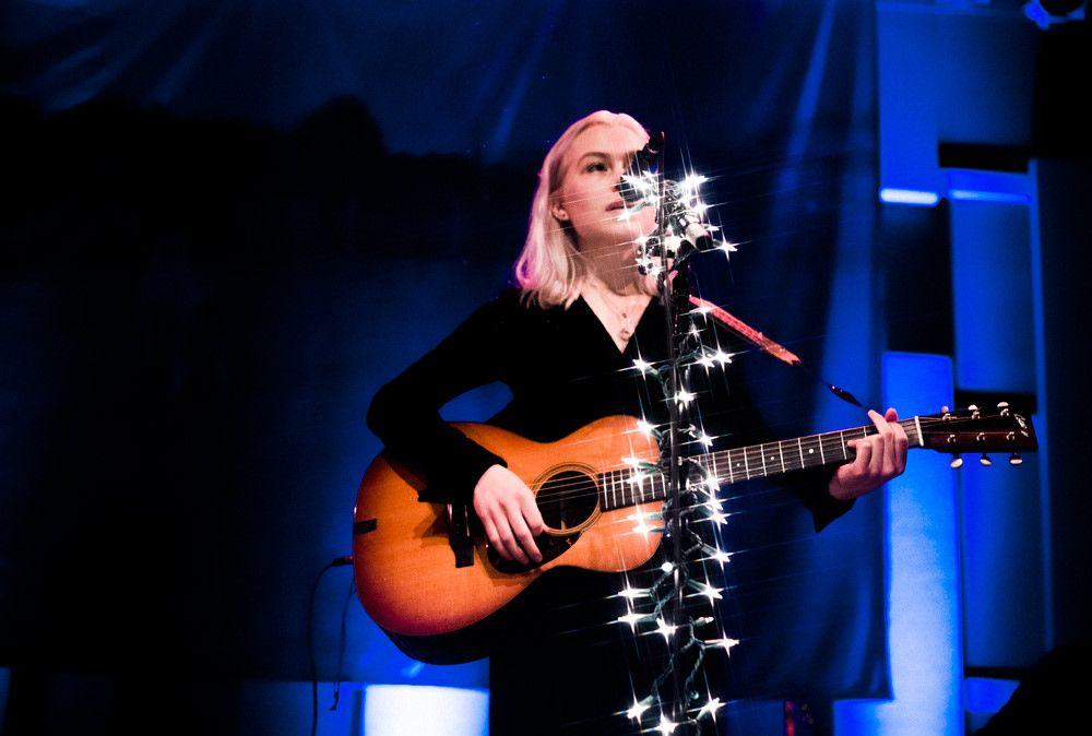 Phoebe Bridgers in 2020 | Sing to me, Beautiful cats, Concert