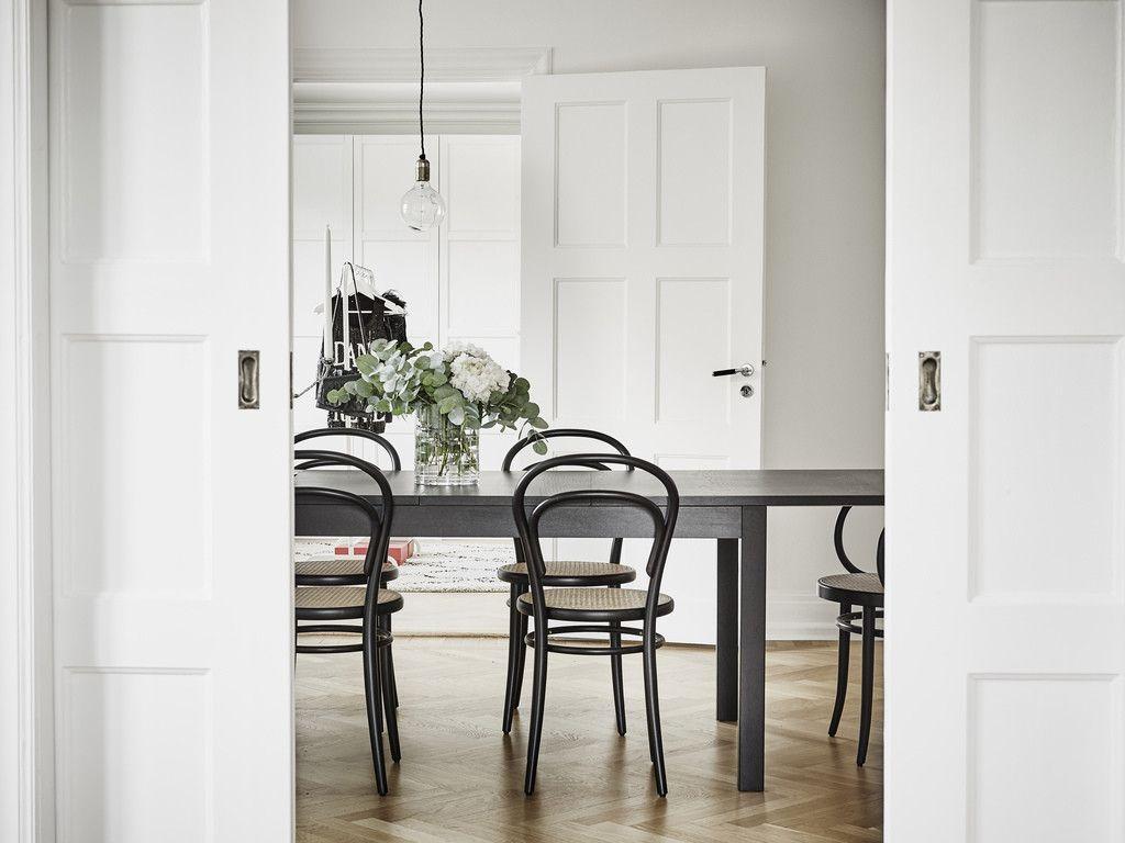 Interno nordico con sedie thonet dining area stanza da for Sedie design nordico