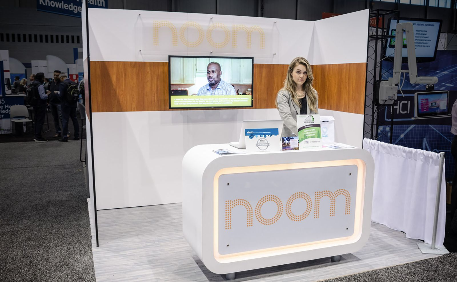Simple And Modern Trade Show Booth Set Up