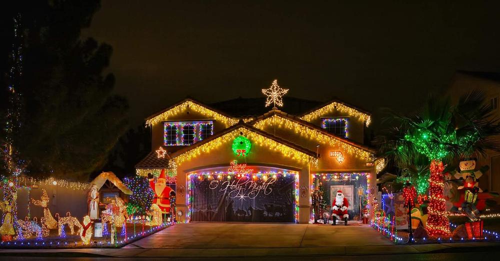 Best Christmas Light Displays In Las Vegas And Henderson 2020 Best Christmas Lights Best Christmas Light Displays Christmas Light Displays