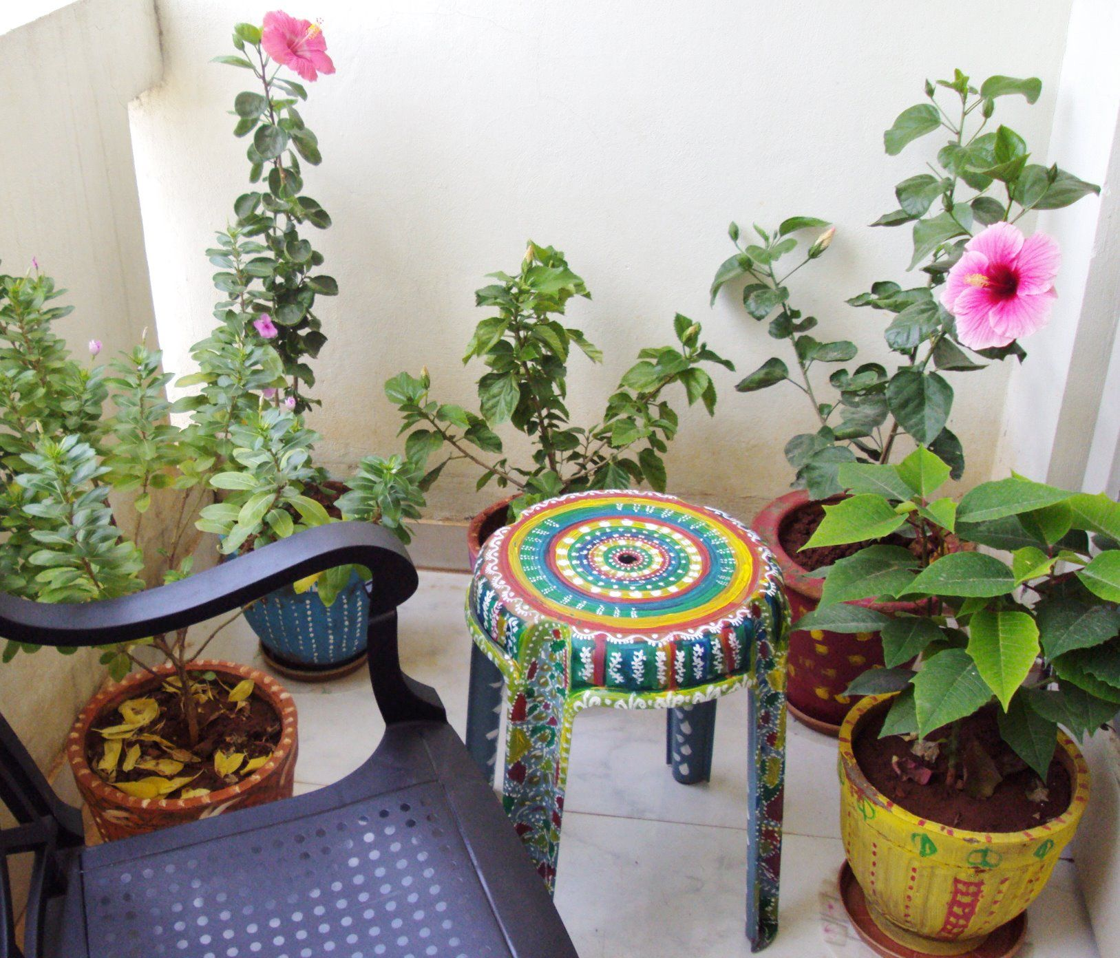 sitting arrangement in balcony garden | My Garden and flowers I love ...