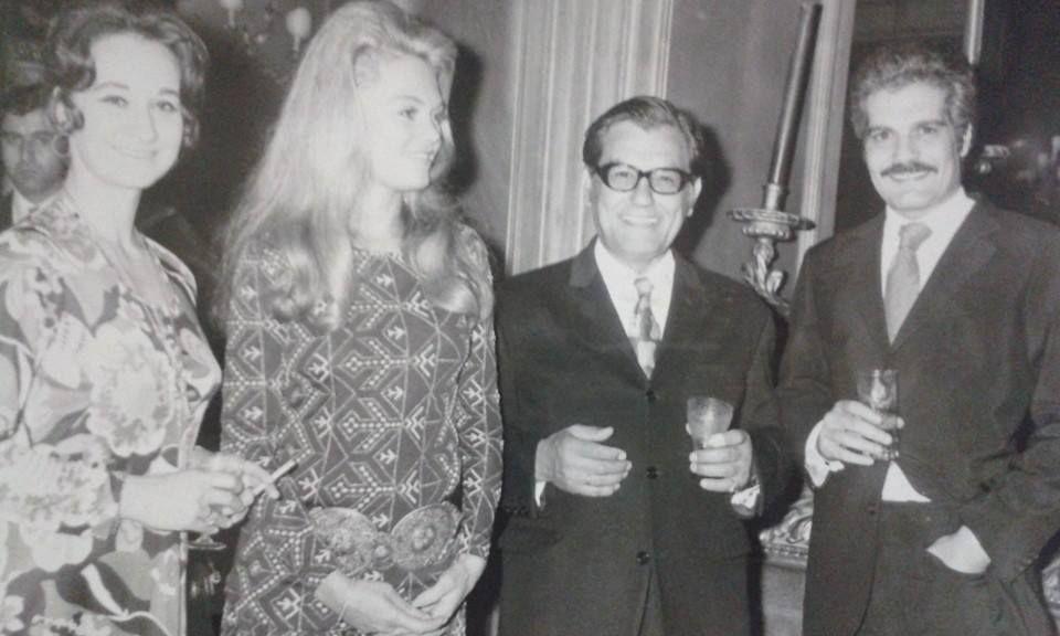 Ο Γιάννης Πετροπουλάκης σε μια όμορφη βραδιά με την γυναίκα του Άντζελα Πετροπουλάκη και τον Ομάρ Σαρίφ