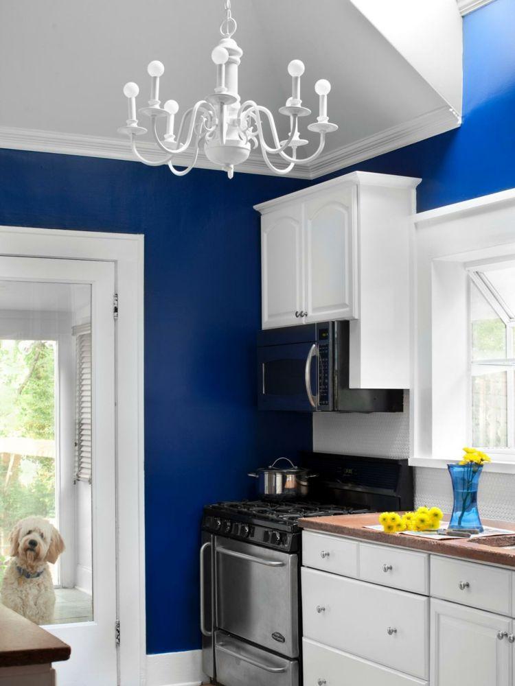 cocina con paredes azules