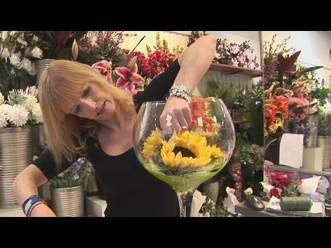 Another Clever Way To Make A Tall Sunflower Arrangement Youtube Video Explains How Fresh Flowers Arrangements Tall Flower Arrangements Sunflower Centerpieces