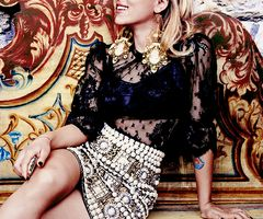 Iconic Person/Profuct Design: Scarlett Johansson, and the sequencing of her skirt.